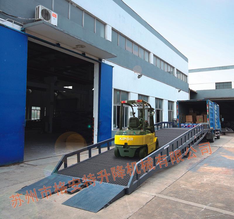 Movable hydraulic do
